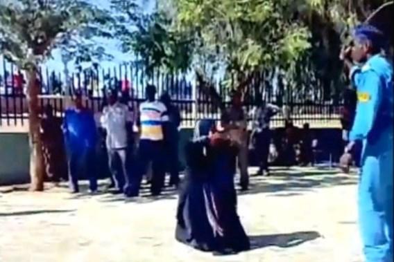 Soedanese politie deelt zweepslagen uit op straat