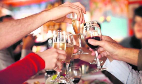Nieuwjaar vieren wordt gezien als een manier om het personeel te motiveren of te belonen voor het geleverde werk.shutterstock