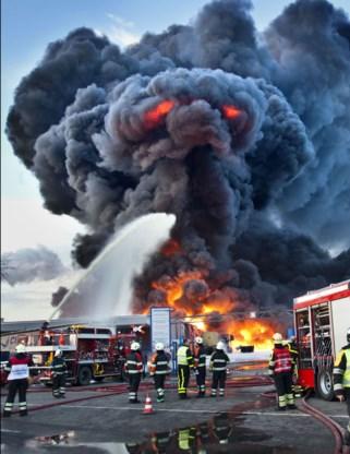 FOTO: Demon zet Nederlands bedrijf in lichterlaaie
