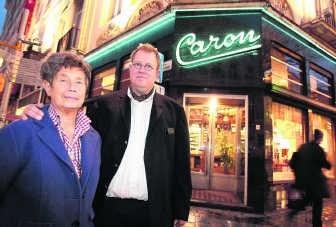 Evelyne Caron en haar zoon Philippe Caron-Cnops: 'Je stopt beter in schoonheid, wanneer de zaak nog draait. In het leven moet je het roer kunnen omgooien.'Frederiek Vande Velde