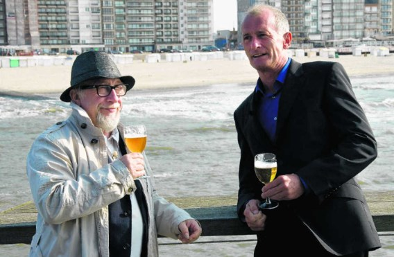 Jean Blaute en Ray Cokes betrekken nu ook de gastronomie bij hun biertrips door België. vrt