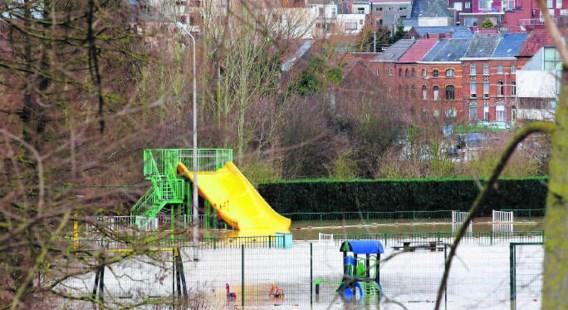 Geraardsbergen had vorige week zwaar te lijden onder de wateroverlast, de bevoegde schepen wijst de verantwoordelijkheid af.Nicolas Maeterlicnk (BELGA)