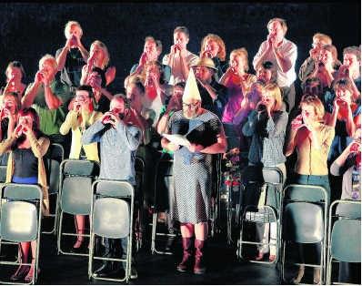 'Moeten we blijven vertrouwen in onze theaterproducties, als spreekbuis voor maatschappelijke thema's?'
