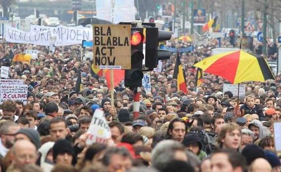 Ruim 30.000 mensen betogen 'tegen politieke impasse'