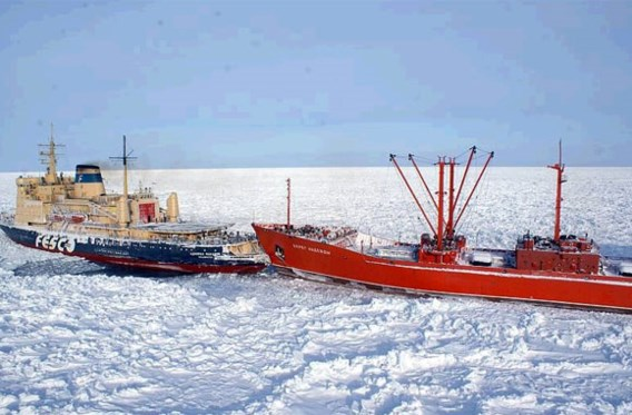 Na drie weken Russisch schip uit ijs bevrijd