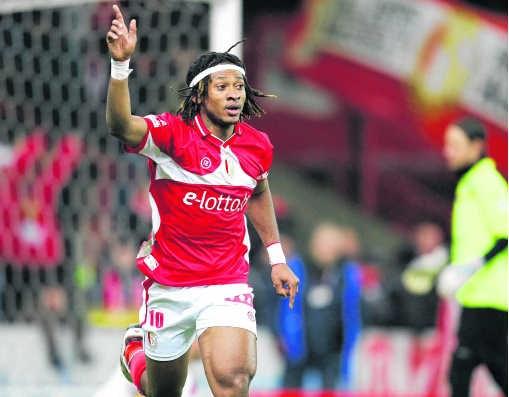 Mohamed Tchité opende halfweg de eerste helft de score na een blunder van Mechelendoelman Olivier Renard.Vincent Van Doornick/isosport