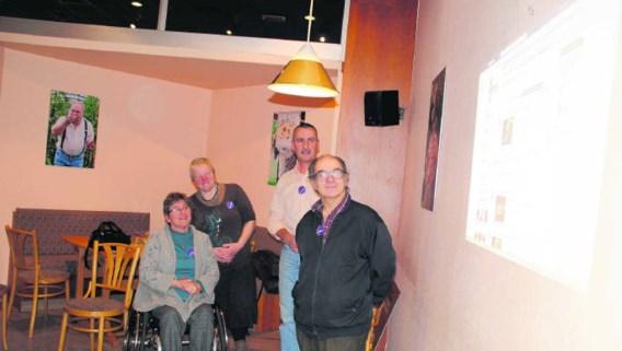 In Genk werd de prijsuitreiking op het stadhuis live gevolgd door de vrijwilligers van het project 'De Genks'. rgg