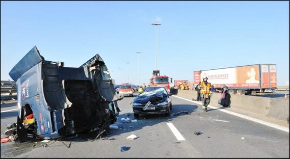 Lange files door ongeval met vrachtwagen op viaduct Vilvoorde