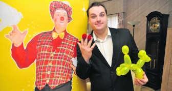 Kevin Lapeire kruipt vaak in de huid van Clown Tobi en met succes. Hij is de beste clown van de Benelux.efo