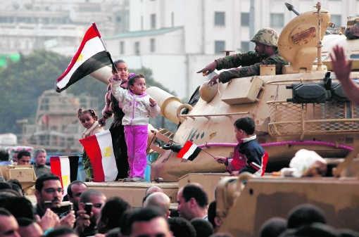 Het leger wil vooral een zo stabiel mogelijk Egypte. Met of zonder Moebarak, dat maakt minder uit.Victoria Hazou/ap