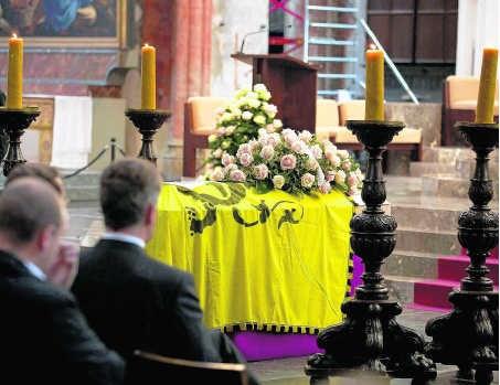 Blijkbaar respecteert de RTBF zelfs geen doden, noch de vlag op hun kist. blg