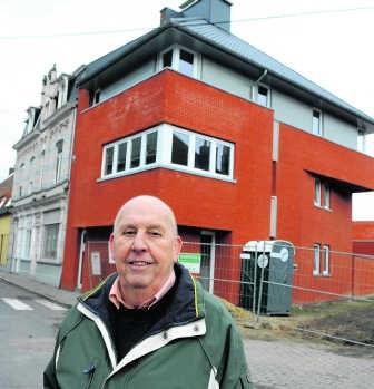 Omer Soubry bij sociale appartementen in Heule: 'De bouwgrond in Kortrijk is nu zo duur dat sociale huisvestingsmaatschappijen wel voor een stuk moeten kiezen voor sociale appartementen.'Patrick Holderbeke