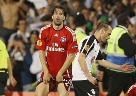 Van Nistelrooy weggehoond door HSV-supporters