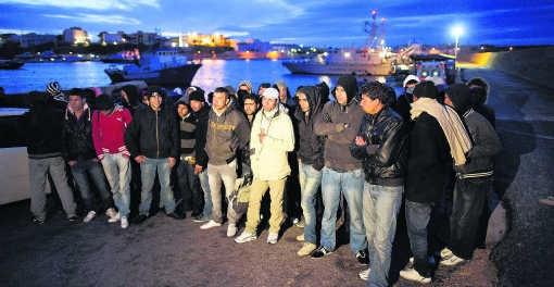 Tussen 2008 en 2009 halveerde het aantal clandestiene vluchtelingen in Italië. Foto: Lampedusa.afp