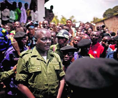 Luitenant-kolonel Kebibi Mutware verlaat de rechtbank. Hij moet 20 jaar de cel in.ap