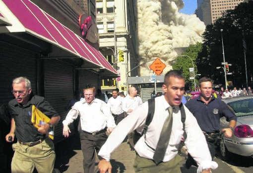 New York, 9/11. Bij een groep die op het punt staat een aanslag te plegen, wordt het taalgebruik een maand van tevoren een stuk zakelijker. ap