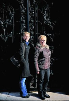 Marie-Marthe Maudoux (r.) en CAW-psychologe Nathalie Burm.Katrijn Van Giel