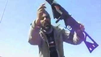 Bezwarend bewijs: een buitgemaakt FN-geweer. rr