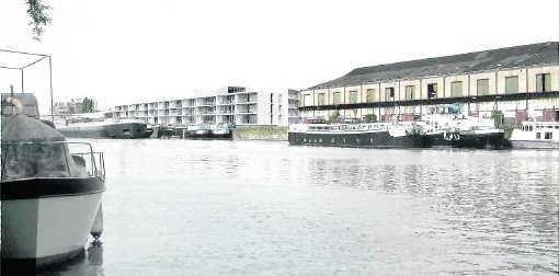 Het appartementencomplex van het Stadsontwikkelingsbedrijf ligt pal aan het water en heeft bovenaan een gemeenschappelijke ruimte met een prachtig uitzicht.if