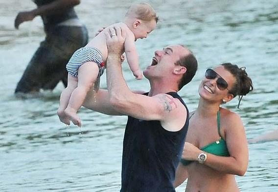 Wayne Rooney slachtoffer van afpersing met foto's zoontje