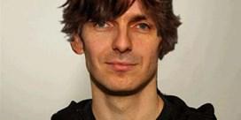 Wim Oosterlinck krijgt kapsel van Ashton Kutcher
