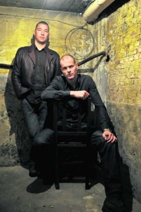 Wim Van Den Eynde (rechtop) zocht een jaar in het dossier van Filip Meert (op stoel) en vond niets.Katrijn Van Giel