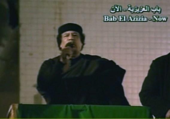 Kadhafi spreekt aanhangers toe
