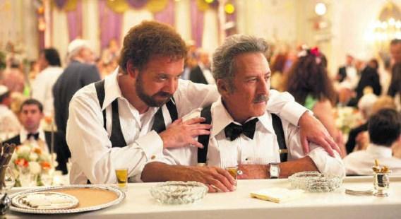 Paul Giamatti als Barney Panofsky met Dustin Hoffman als zijn onbehouwen vader: tien minuten die je doen verlangen naar meer.Takashi Seida