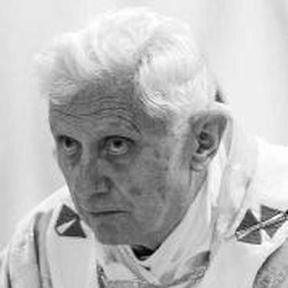 Paus stuurt eerste tweet