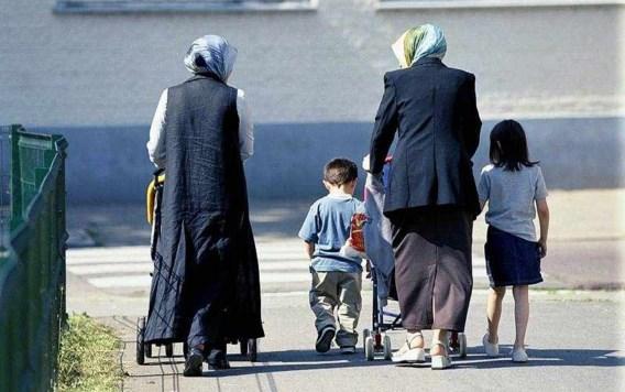Allochtone ouders spreken best eigen taal met kinderen