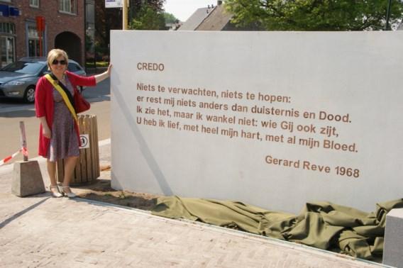 Fout op Reve-monument in de Dorpsstraat