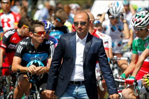 Bondscoach Bettini tekent rugnummer 108 bij start 5de etappe