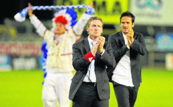 Na de nederlaag tegen RC Genk groette Francky Dury zijn fans. Een uur later werd zijn ontslag bekendgemaakt.Peter De Voecht/photo news