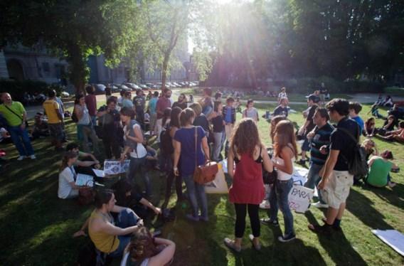 Spanjaarden eisen echte democratie aan ambassade in Brussel