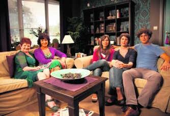 Drie fans gingen op bezoek in de woonkamer van Rosa, op de set. VRT