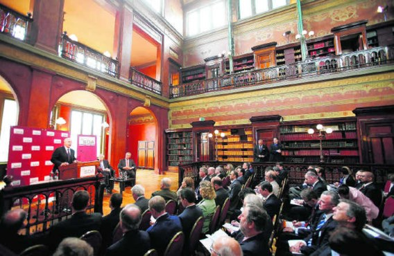 In de Solvay Bibliotheek in Brussel nam de Amerikaanse minister van Defensie Gates gisteren afscheid van Europa. Jason Reed/ap