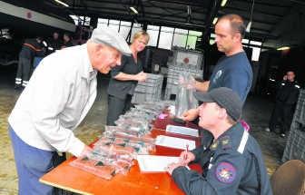 In Poperinge kon water worden afgehaald in de brandweerkazerne.pli