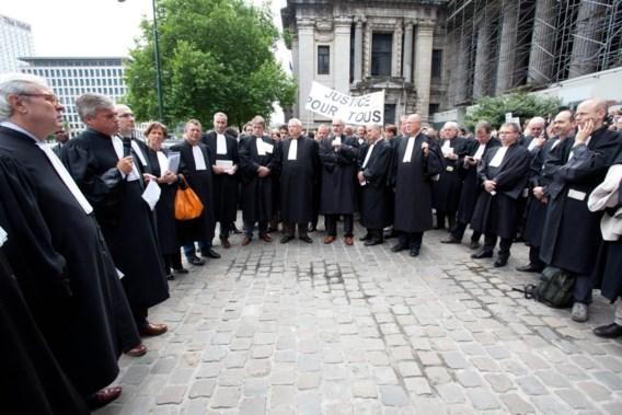 Advocaten in toga betogen in Brussel