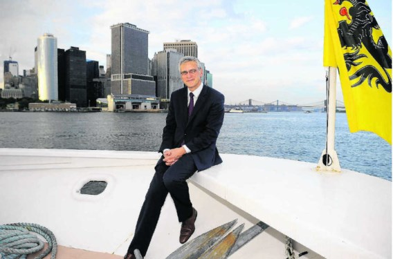 Op de vierde dag van de economische missie trakteerde het Flanders House 300 genodigden op een rondvaart op de Hudson. En 'kapitein' Kris Peeters glunderde.Dirk Waem/belga