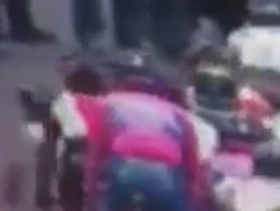 VIDEO. Duwt Karpets Contador van de weg?