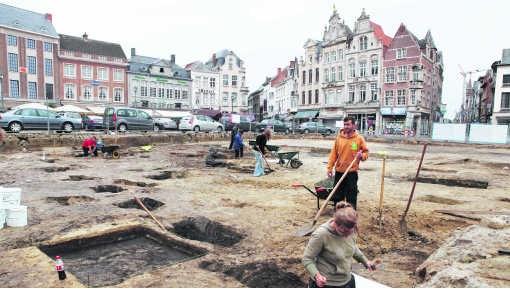 De opgravingen in Lier kosten 'heel veel geld', zegt burgemeester Marleen Vanderpoorten (Open VLD).lvl