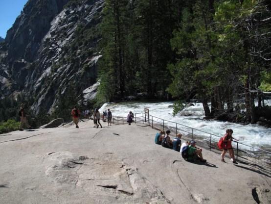 Drie toeristen verzwolgen in waterval Yosemite