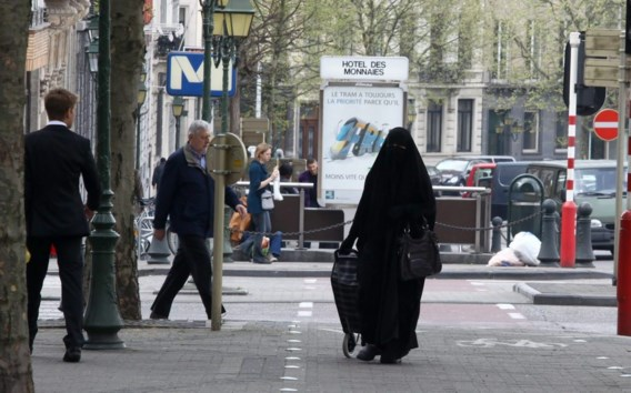 Terroristen viseren België door boerkaverbod, zeggen experts