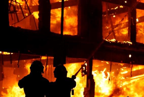 FOTOSPECIAL. Zware clash tussen relschoppers en politie in Tottenham
