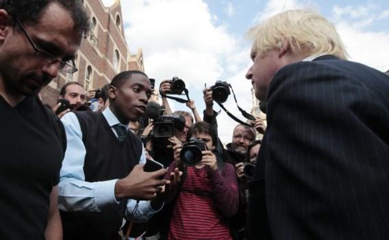 Burgemeester Londen wordt op de korrel genomen bij bezoek aan getroffen wijk