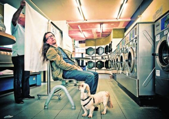 Herman Brusselmans met zijn hond: 'Ik wandel vooral om Eddie en mezelf beweging te geven.'Jimmy Kets