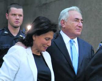 Dominique Strauss-Kahn en zijn echtgenote Anne Sinclair.pn