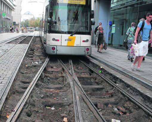 Deze tramwissel moet het mogelijk maken dat tram 21/22 drie jaar lang rechtsomkeer maakt in de Zonnestraat. Vorige nacht zouden de laatste voorbereidende werkzaamheden worden uitgevoerd. fvv