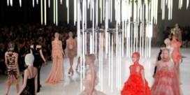 FOTOSPECIAL. Alexander McQueen toont extreme schoonheid