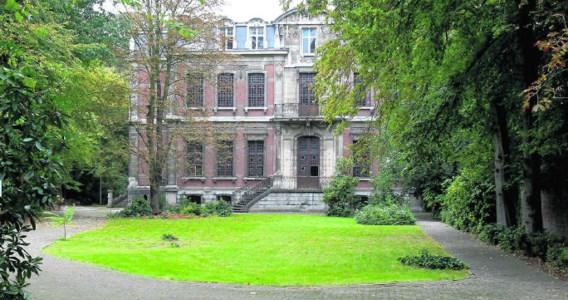 De gouverneurswoning is voorlopig beschermd. De nieuwe eigenaar mag alleen verbouwen met respect voor het interieur. Koen Fasseur